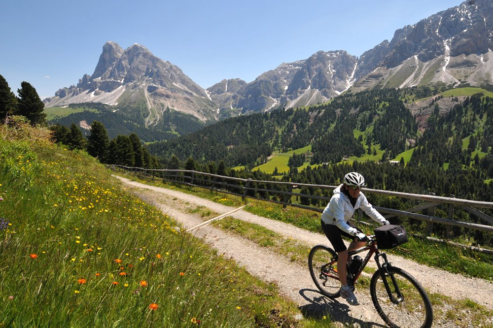 Conquer high mountains during your bicycle holidays in the Isarco Valley/South Tyrol